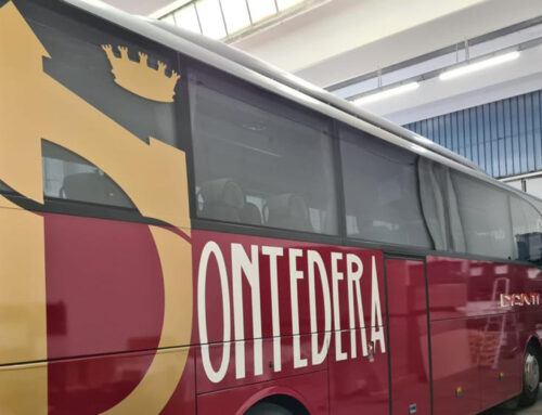Wrappatura totale dell'autobus del Pontedera calcio mediante pellicole apposite